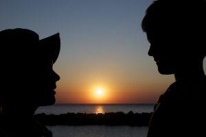 Foto von Sonja Wessel: Kindersilhouetten vor Sonnenuntergang