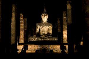 Foto von Sonja Wessel: Silhouetten vor Budda Thailand